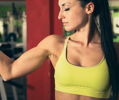 Tricepsy to mięśnie, które są ulokowane na całej, tylnej części ramienia.