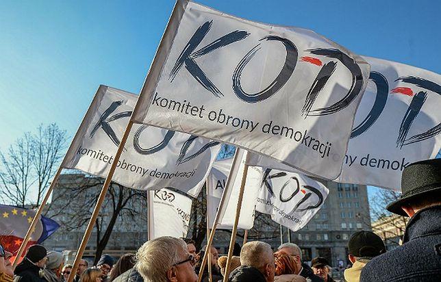 """Na żywo: Kolejna manifestacja KOD. """"Obywatele dla demokracji"""" [WIDEO]"""