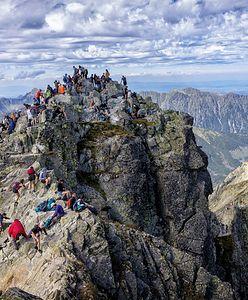"""Turyści w Tatrach zaskakują. """"Coś nam siępomyliło i tak sobie idziemy"""""""