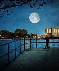 Niebieski księżyc. Kiedy oglądać blue moon? Wyjątkowa pełnia już 22 sierpnia