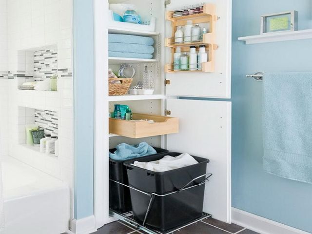 Schowki w łazience: organizery do szafek