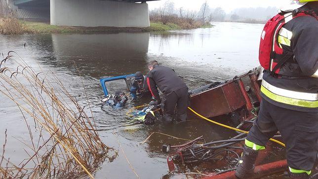 Znane są przyczyny tragedii w Pile. Ciężarówka spadła z mostu, kierowca się utopił