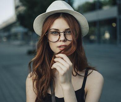 Kwas hialuronowy na włosy polecany jest szczególnie jako środek nawilżający.