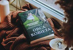 """Ta książka pozostaje w sercu na długo. Przeczytaj fragment powieści """"Obca kobieta"""""""