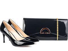 Czy należy nosić buty pasujące do torebki?