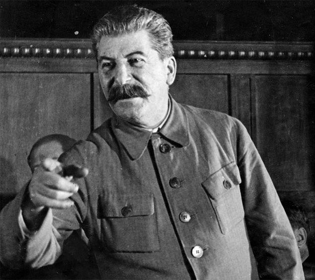 Tatuaże i wyzywające stroje. Czym zajmuje się wnuczka Stalina?