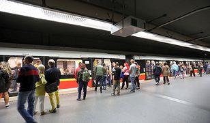 Warszawa. Druga linia metra przewiozła cztery miliony pasażerów