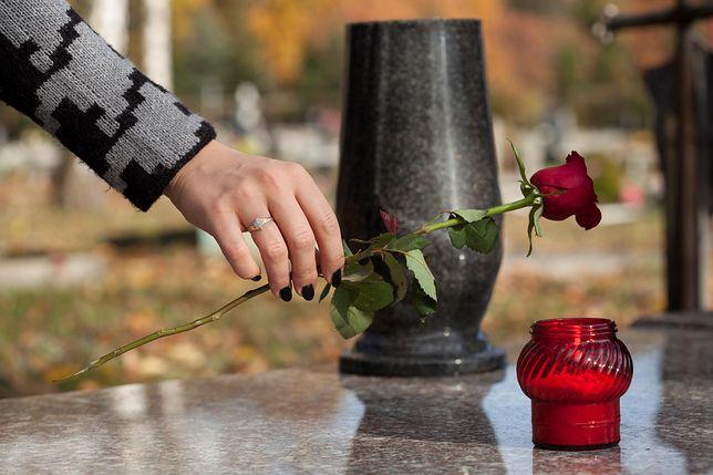 Jak taktownie wesprzeć bliskich osoby zmarłej?