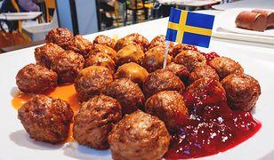 Klopsiki z sosem żurawinowym to flagowe danie kuchni szwedzkiej
