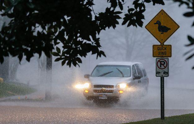 Ulewne deszcze w Avondale Estates w stanie Georgia