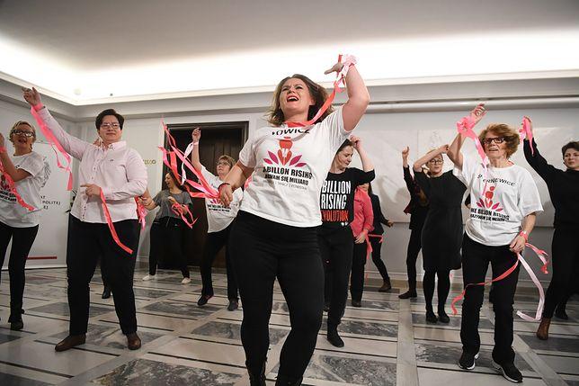 Kobiety zatańczyły w Senacie przeciwko przemocy. Chcą zmienić definicję gwałtu