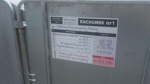 Protestujący podliczyli Kaczyńskiego. Ile kosztują miesięcznice?