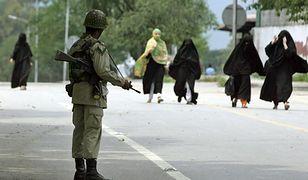 Pakistan: żołnierz ukamienowany za romans z 19-latką