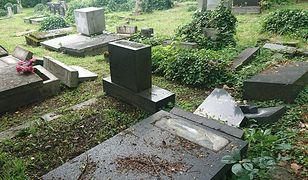 Bielsko-Biała. Sprawcy dewastacji nagrobków na cmentarzu żydowskim w rękach policji. Najstarszy ma 13 lat