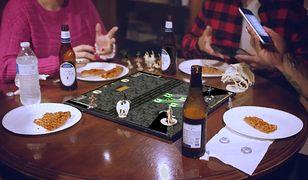 Gameboard-1 to projekt tabletu stworzonego na potrzeby poszeszenia wrażeń z gier planszowych