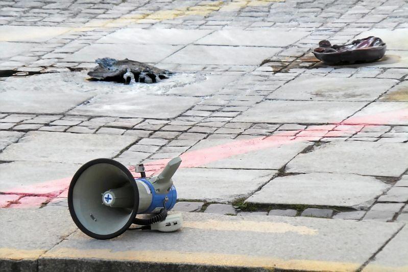 """Mężczyzna podpalił się przed Pałacem Kultury i Nauki w Warszawie. """"Oblał się nieznaną, łatwopalną substancją"""""""