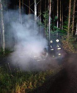 Pożar pod Złotowem. W lesie znaleźli auto