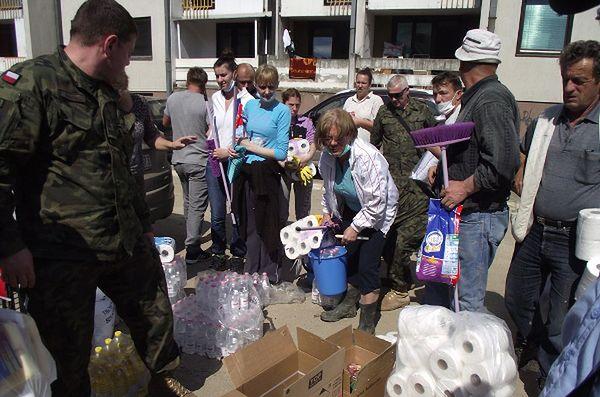 Polscy żołnierze pomagają powodzianom w Bośni
