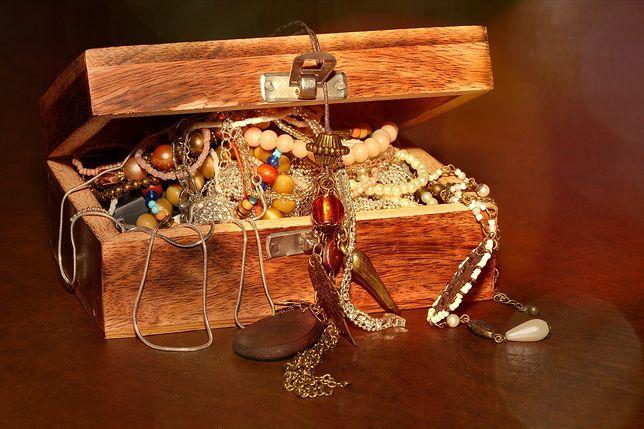 Katowice. KAS oferuje biżuterię po okazyjnej cenie.