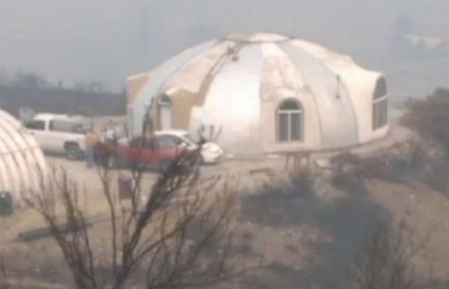 Ognioodporny dom przetrwał pożar