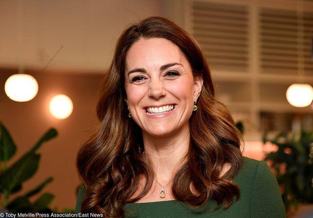 Księżna Kate w zielonej stylizacji. Wygląda obłędnie