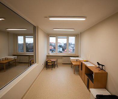 Bielsko-Biała. Weneckie lustra w budynku poradni. Terapia dzieci w godziwych warunkach