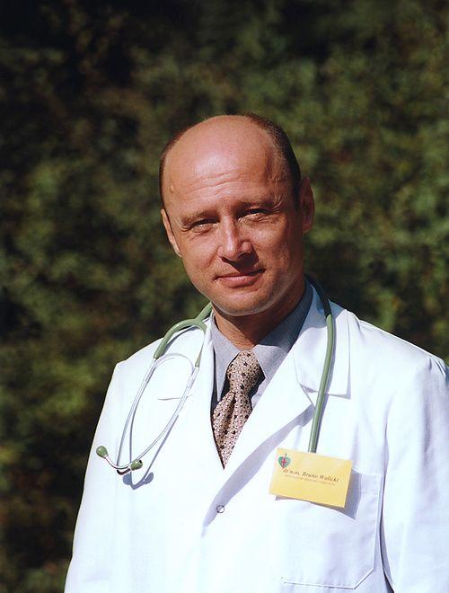 "Krzysztof Pieczyński na planie ""Na dobre i na złe"", 1999 rok"