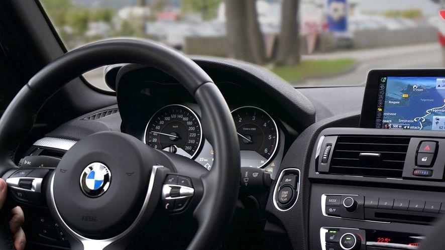 Samochody BMW na minuty to nie tylko wypożyczalnia, to także nowy rywal Ubera