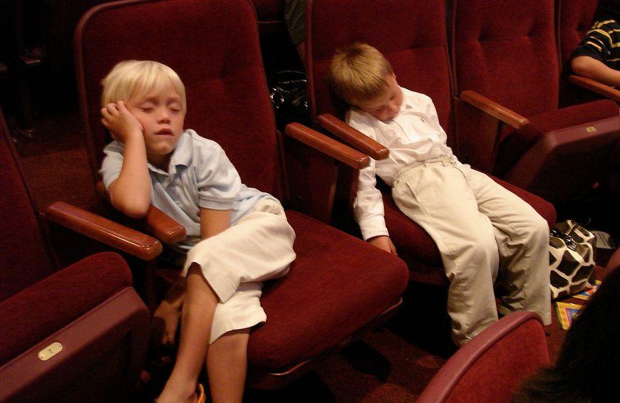Wynudzeni w teatrze