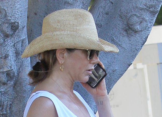 Uwagę przyciąga telefon aktorki