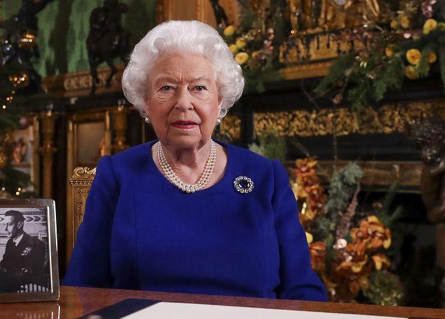 Królowa Elżbieta spędzi święta bez rodziny