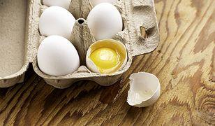 Takie jajka odrzucasz! Sprawdź, czym jest czerwona plamka na żółtku