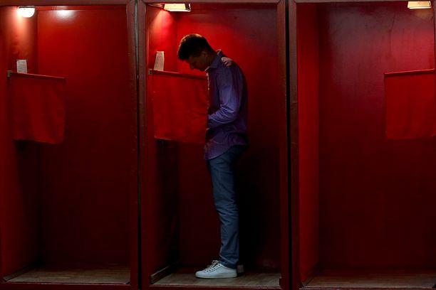 Trwają wybory na Białorusi. Łukaszenka walczy o następną kadencję (Photo by Nataliya Fedosenko\TASS via Getty Images)