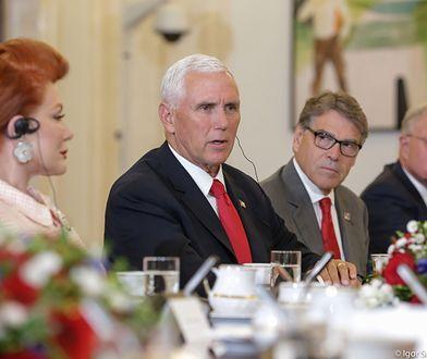 Ambasador Georgette Mosbacher i Mike Pence