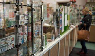 Infolinia NFZ. Od poniedziałku konsultanci informują o dostępności leków w aptekach w całym kraju