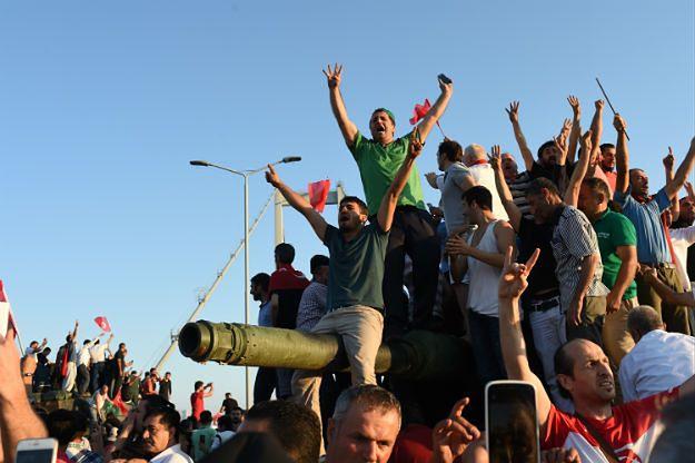 Zwolennicy tureckiego rządu