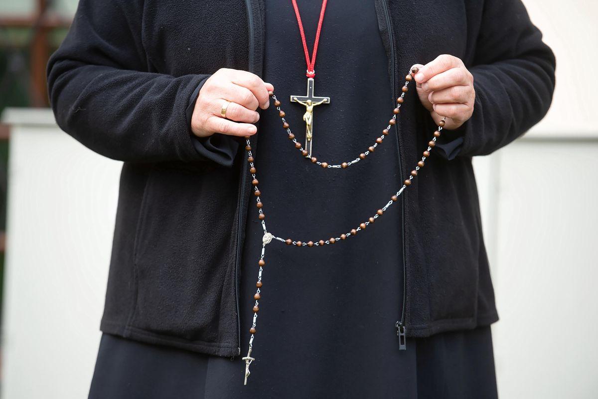 Śląsk. 72-letni ksiądz molestował 16-latka? Mieszkańcy w szoku