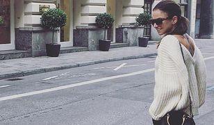 Swetry o takim kroju polubiła m.in. Anna Lewandowska