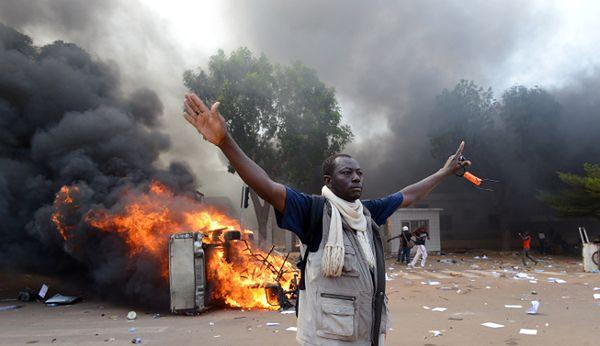 Burkina Faso: szturm na parlament przed kontrowersyjnym głosowaniem
