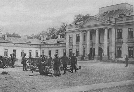 Podczas przewrotu majowego w 1926 roku żołnierze zbierali porzuconą broń