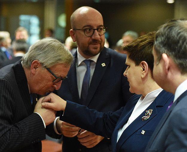 Premier Beata Szydło, premier Belgii Charles Michel (w środku) oraz Jean-Claude Juncker (z lewej)