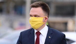 Szymon Hołownia rozdaje maseczki. Przygotował 2050 sztuk