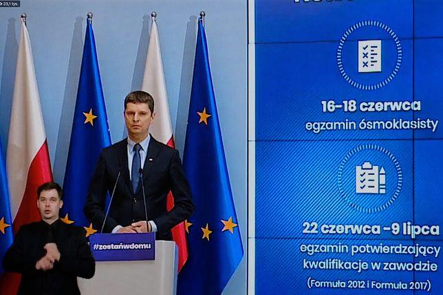 Matura 2020. Minister edukacji Dariusz Piontkowski o obowiązkowych maseczkach dla uczniów