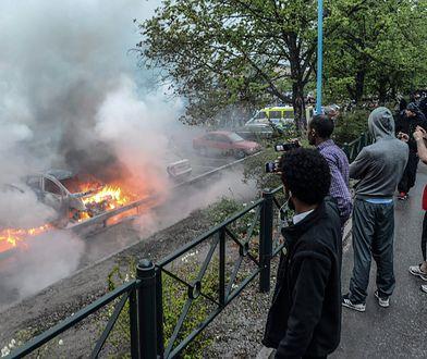 """Imigrancka dzielnica Rinkeby w Sztokholmie często jest określana przez prawicowe media jako strefa """"no-go"""" dla policji"""