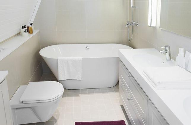 Dodatkowa przestrzeń w małej łazience. Pomysły architektów