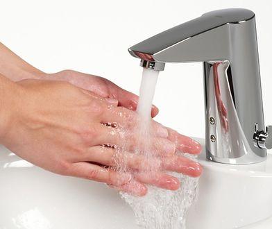 Oszczędzanie wody: fakty i mity. Jak obniżyć rachunki za wodę?