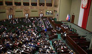 """Niejawne posiedzenie Sejmu. Ostre komentarze posłów. """"To kpina"""""""