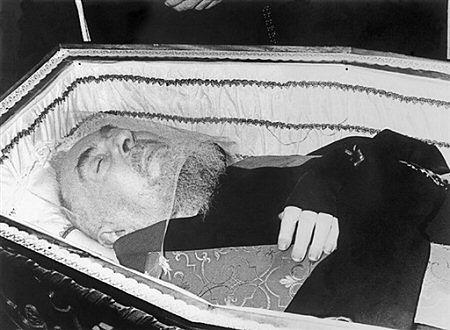Ekshumacja szczątków świętego ojca Pio