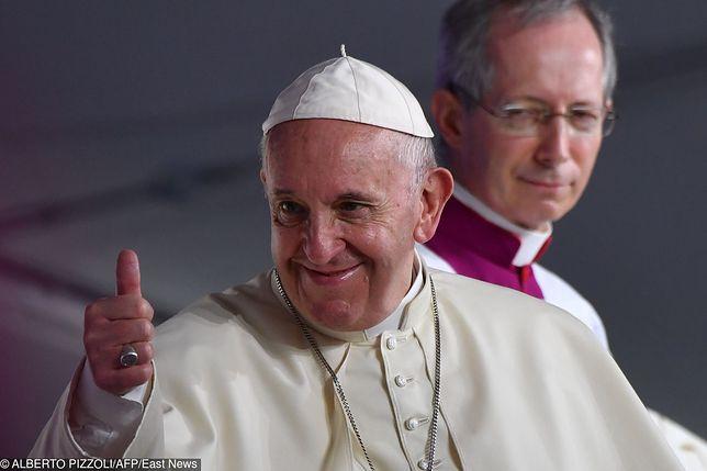 Papież Franciszek odwiedza Zjednoczone Emiraty Arabskie. Historyczna pielgrzymka ponad podziałami religijnymi i kulturowymi
