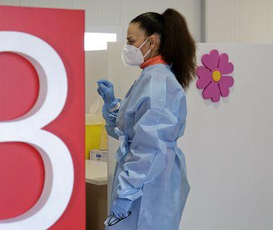 Szczepienia we Włoszech. 23-latka przedawkowała, teraz pije siedem litrów wody dziennie
